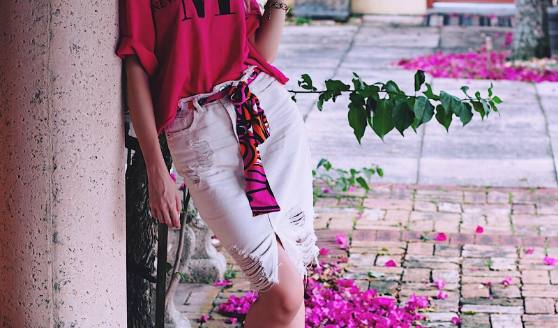 Dreamy daze: Pink Sweatshirt and Denim Skirt